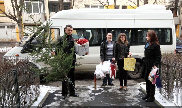 Bradul de Crăciun împodobit de presă a ajuns în casa familiei Zirbo