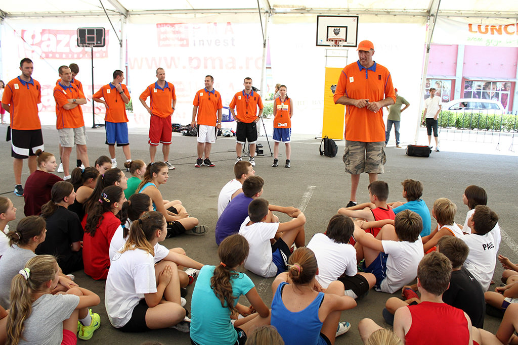 Peste 150 de copii din România au participat la  Ghiţă Mureşan Summer Camp Tour 2014